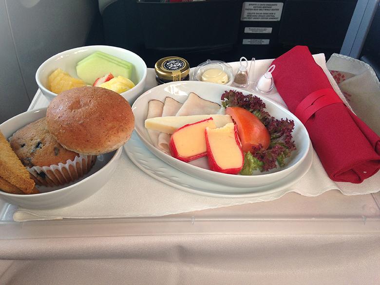 Serviço de café da manhã na Premium Business TAM