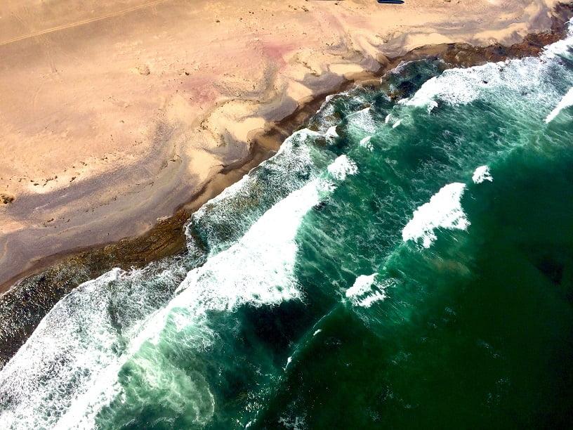O Oceano Atlântico encontra o deserto na Skeleton Coast (Viagem fotográfica pela Namíbia por Carioca NoMundo)