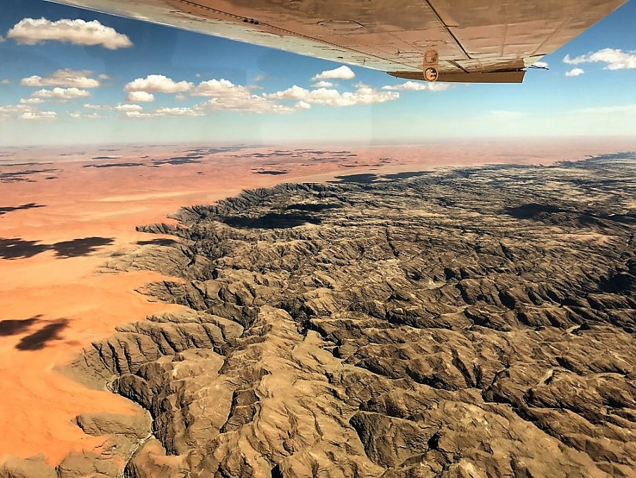 Sobrevoando a região de Erongo (Viagem fotográfica pela Namíbia por Carioca NoMundo)