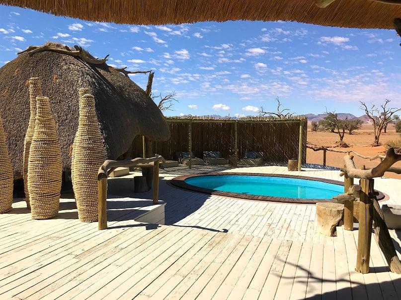 Piscina do Little Kulala Camp (Viagem fotográfica pela Namíbia por Carioca NoMundo)
