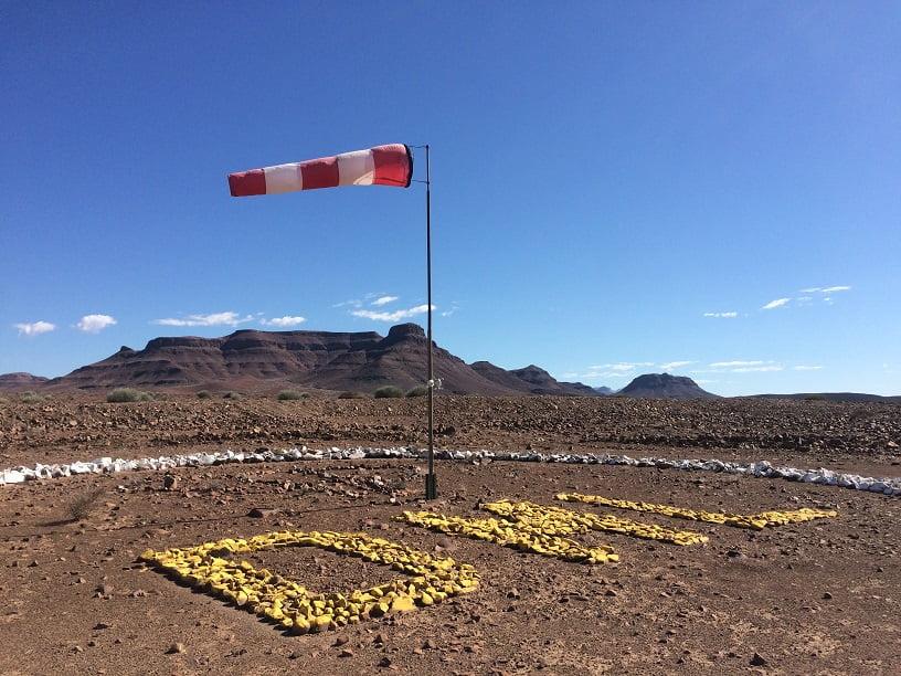 As iniciais do Aeroporto de Damaraland (Viagem fotográfica pela Namíbia por Carioca NoMundo)