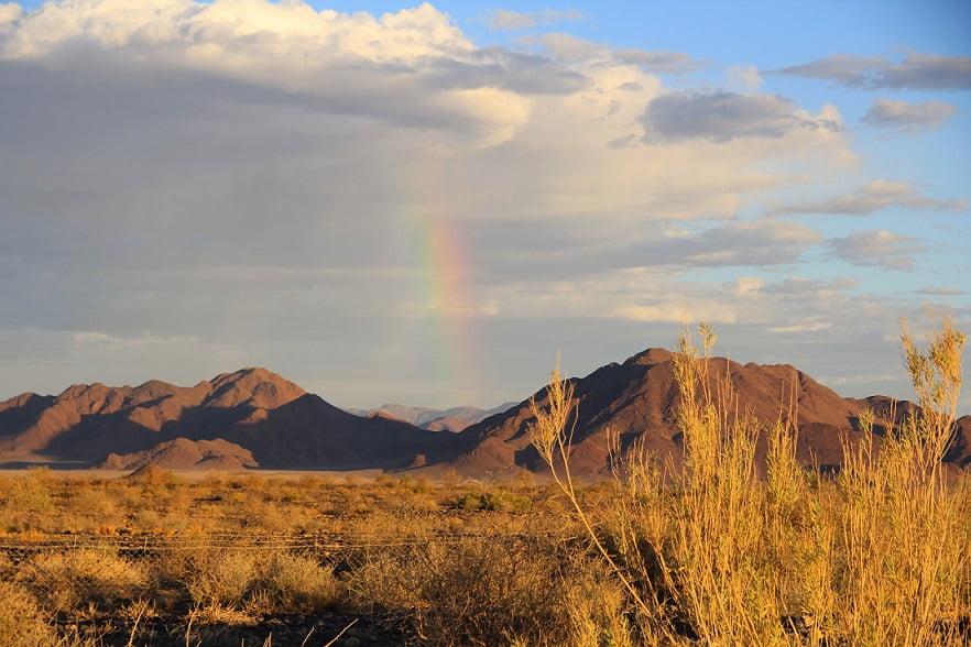 Arco-íris próximo a Sossusvlei (Viagem fotográfica pela Namíbia por Carioca NoMundo)