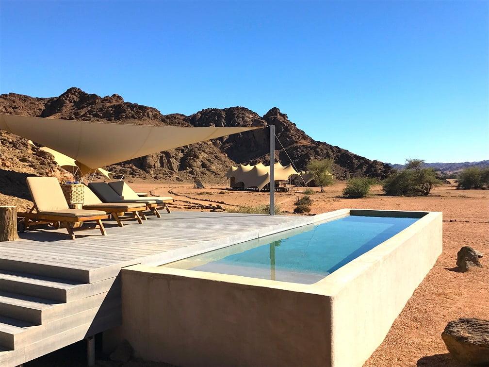A piscina do Hoanib Skeleton Coast Camp (Viagem fotográfica pela Namíbia por Carioca NoMundo)
