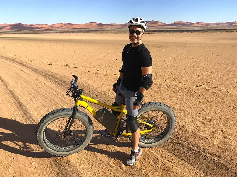 Passeio de mountain bike pelo Deserto do Namibe (Viagem fotográfica pela Namíbia por Carioca NoMundo)