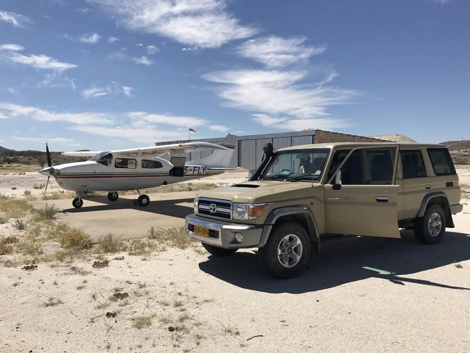 O Cessna e o jipe: companheiros de quem faz turismo na Namíbia (Turismo na Namíbia por Carioca NoMundo)