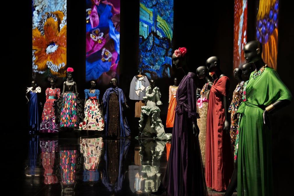 Sala de exposição do Museu Yves Saint Laurent em Marrakech, Marrocos