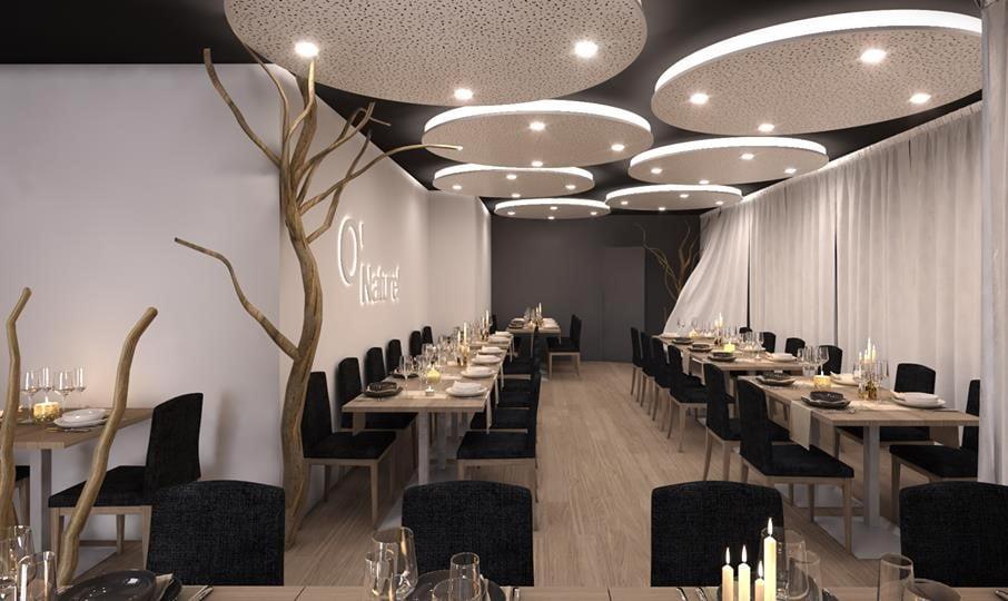 O salão do restaurante O'Naturel, em Paris, onde é preciso tirar a roupa para jantar