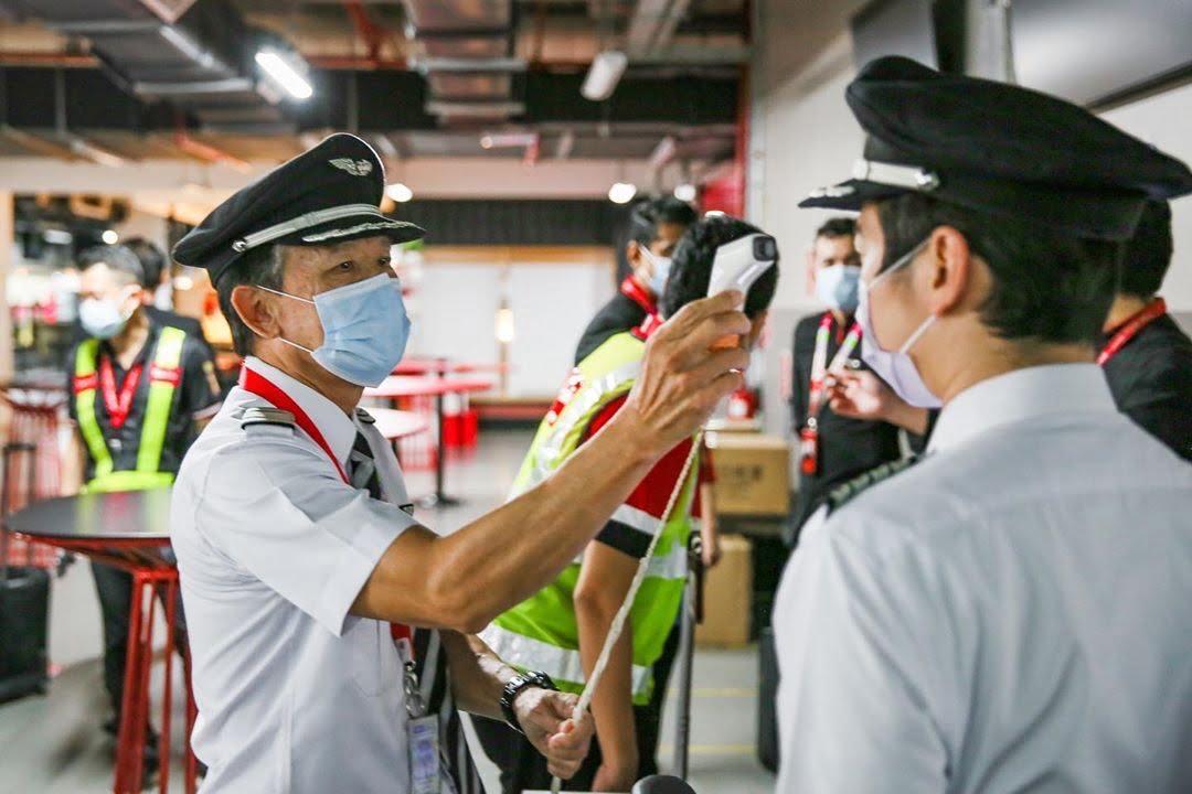 Os novos uniformes da AirAsia e o futuro da aviação